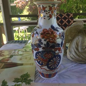 Chinese Vase, stamped, hand painted, Wheelbarrow and Flower Design for Sale in Broomall, PA