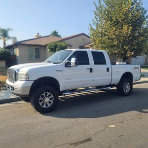 2006 Ford f250 cre super duty 4x4 lariat for Sale in Riverside, CA