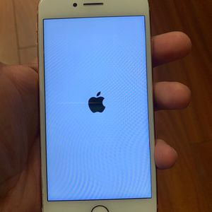 iphone 8 gold 128 gigs on cricket askin 350 obo for Sale in Lexington, KY