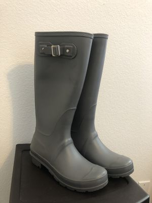 Size 7 Super cute Gray rain boots for Sale in Modesto, CA