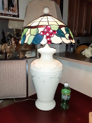 Beautiful Large Tiffany Style Table Lamp for Sale in Mount Rainier, MD