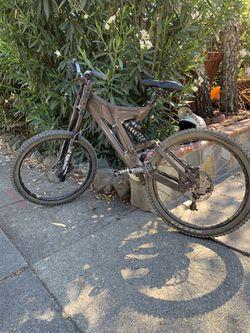 Downhill bike mtb for Sale in Hayward,  CA