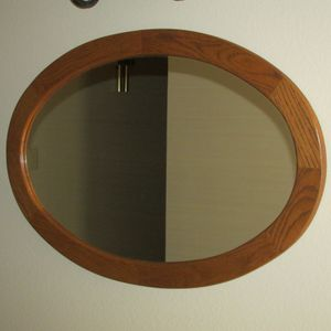 """OAK FRAMED OVAL SHAPED MIRROR, 31"""" X 21"""", EXCELLENT CONDITION!! for Sale in Sun City, AZ"""