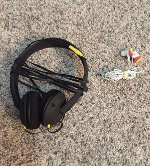 Skullcandy headphones for Sale in Schertz, TX