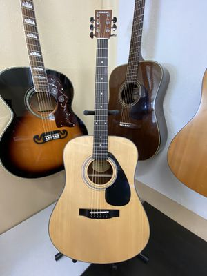 YAMAHA Acoustic Dreadnought Guitar Like New w/ Tuner Capo & Gig Bag for Sale in Beaverton, OR
