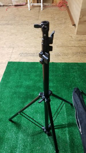 Camera Tripod - Ravelli Tripod for Sale in Langhorne, PA