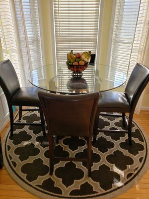 DINING ROOM SET. IN GREAT CONDITION & TWO ADDITIONAL CHAIRS IF WANTED. (NOT FREE) for Sale in Frederick, MD