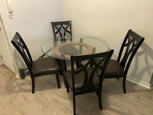 """48"""" round dining table with 4 chairs for Sale in Queens, NY"""