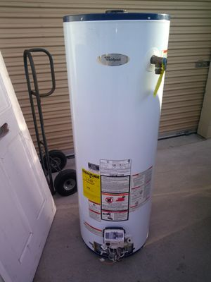 Whirlpool Water Heater for Sale in Moreno Valley, CA