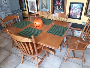 "Rustic/Farmhouse/Country Kitchen/Dining Table.. 42x42 but comes w/2 extra leaves to make large 56""×42"".. solid Oak! No IKEA Junk 🤪 for Sale in Joliet, IL"