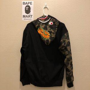 Bape shark hoodie camo (fits like medium/large) for Sale in Los Angeles, CA