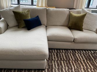 Room & Board Metro Sofa With Chaise for Sale in Brooklyn,  NY