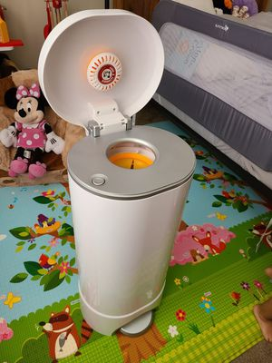 Munchkin Step Diaper Pail Powered by Arm & Hammer for Sale in Sterling, VA