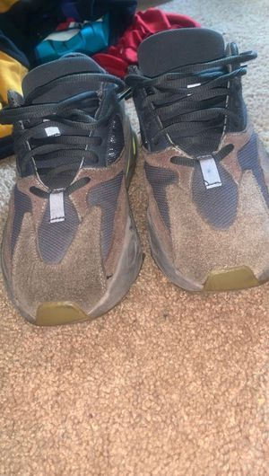 yeezys size 9 shipping or pick up for Sale in Oxon Hill, MD