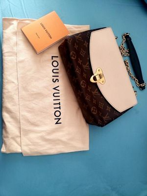 Used LOUIS VUITTON ST PLACIDE MNG CREME for Sale in Glendale, CA