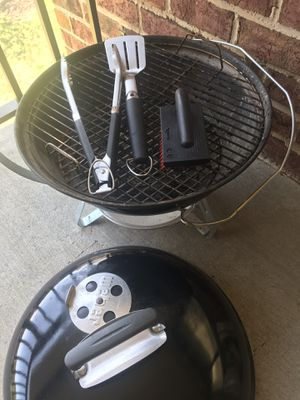 Weber 19' Jumbo Charcoal Grill with tools for Sale in Germantown, MD