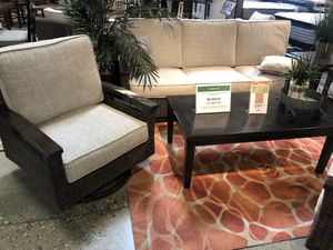 Outdoor patio set for Sale in Fountain Valley, CA