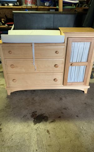 Dresser and changing table. for Sale in Burbank, IL
