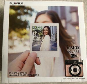 Fuji Film Instax SQ 6 Instant Camera + Film for Sale in Katy, TX