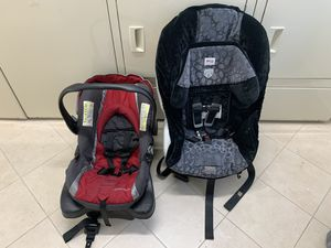 2 car seats for Sale in Chicago, IL
