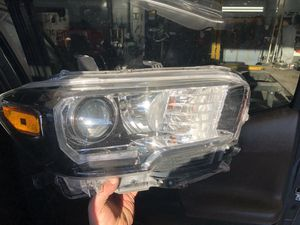 2016 Toyota Tacoma headlight for Sale in Portland, OR
