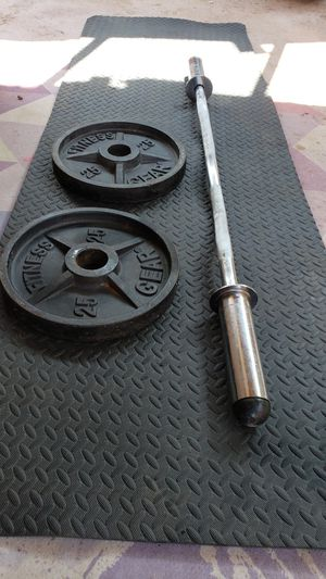 Curl bar with 25lb weights for Sale in Phoenix, AZ