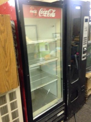 Drink display refrigerator for Sale in Caledonia, MI