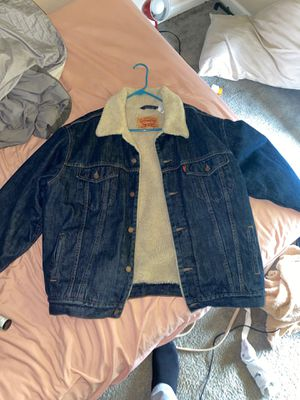 Levi fur jean jacket / north face windbreaker for Sale in Reynoldsburg, OH