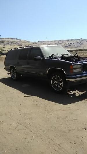 99,, GMC suburban for Sale in Dinuba, CA