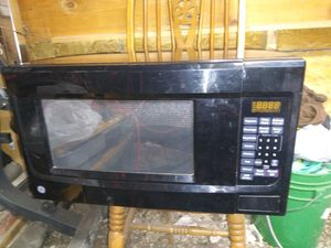 G E microwave. for Sale in Newton, KS