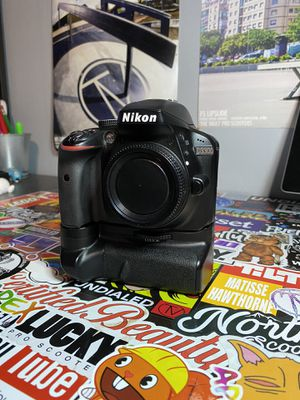Nikon D3300 with 3 lenses, microphone, and chargers with battery pack for Sale in Los Angeles, CA