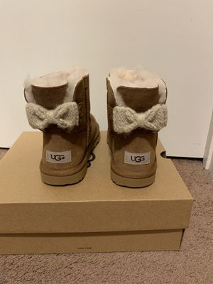 100% Authentic Brand New in Box UGG Kids Bailey Knit Bow Boots / Women size 6 (Big Kids size 4) / Color: Chestnut for Sale in Pleasant Hill, CA