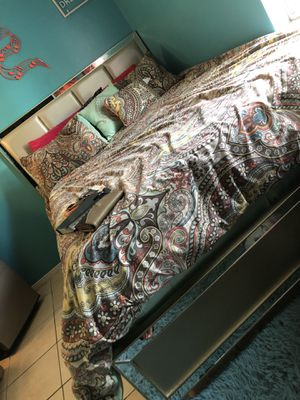 Queen size headboard and frame (bedding not included) for Sale in Pensacola, FL