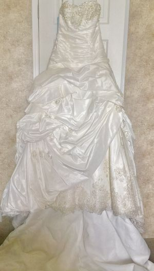 New retail $1,665 Maggie Sottero Wedding Ball Gown 9/10 for Sale in Sebring, FL