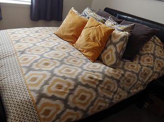 Queen Size Bed for Sale in Denver,  CO