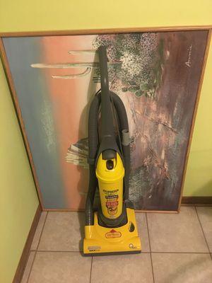 Vacuum eureka like new for Sale in Glendale Heights, IL