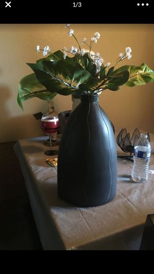 Vase with flowers for Sale in Highland, CA