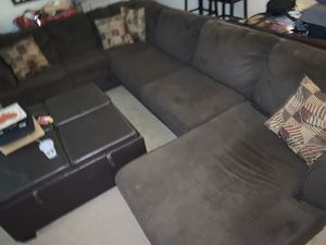 Sectional Couch ( Jeromes Furniture ) for Sale in Winchester, CA