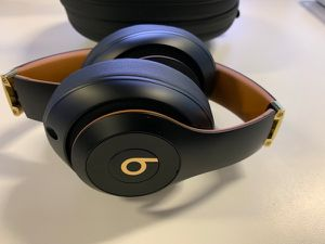 Beats studio wireless headset beats by Dre black and gold for Sale in Miami, FL