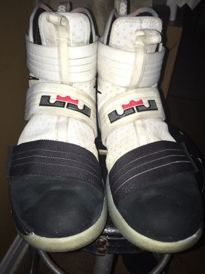 c4f4bae2e4c7 Nike Lebron James soildiers for Sale in Jacksonville