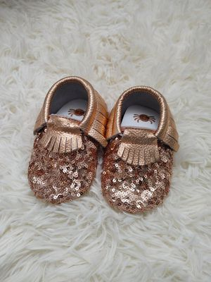 Itzy Ritzy Gold Shoes 12-18 months for Sale in Puyallup, WA