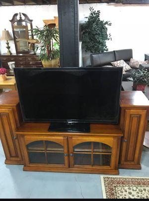 Flat screen tv entertainment center. for Sale in Merrimack, NH