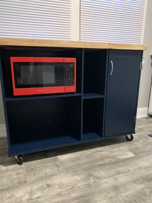 Microwave cart for sale with kenmore microwave both only 1 month old (barely used) for Sale in Pittsburgh, PA