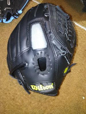Youth baseball glove for Sale in St. Louis, MO