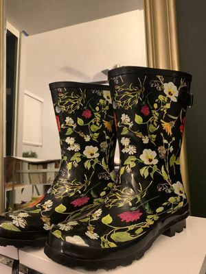 Women's Size 8 Floral Rain boots for Sale in Buena Park, CA