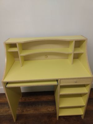 Desk (free delivery) for Sale in Colorado Springs, CO