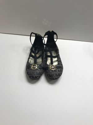 MICHAEL KORS SHOES SIZE 13 GIRL for Sale in Irvine, CA