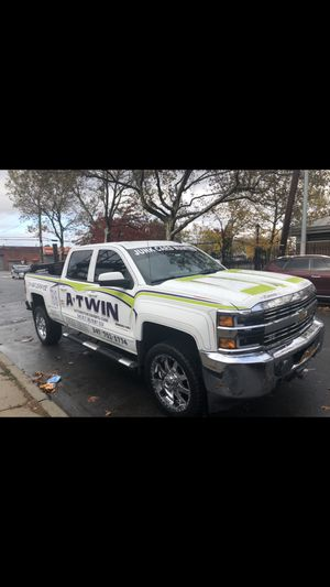 2015 Chevy Silverado 4x4 tow truck wrecker , 75,000 miles , clean title , trucks runs and looks new!! Dynamic wheel lift & strobes,4x4 for Sale in Brooklyn, NY