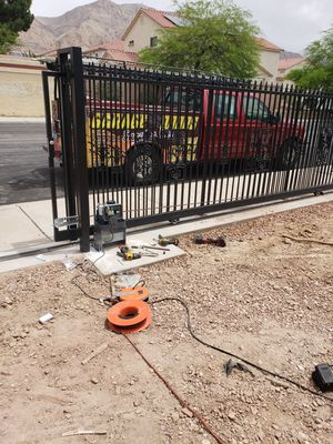 SLIDING GATE OPENER OR GARAGE DOOR for Sale in Las Vegas, NV