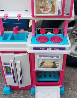 Small play Oven for small child for Sale in Newport News,  VA